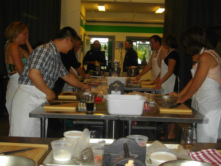 Singles cooking class at kitchen riddles