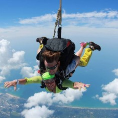 Singles skydiving events